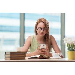 Ajjaj, te is mobilozol órán tanulás helyett?